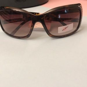 BNWT Betsey Johnson Sunglasses